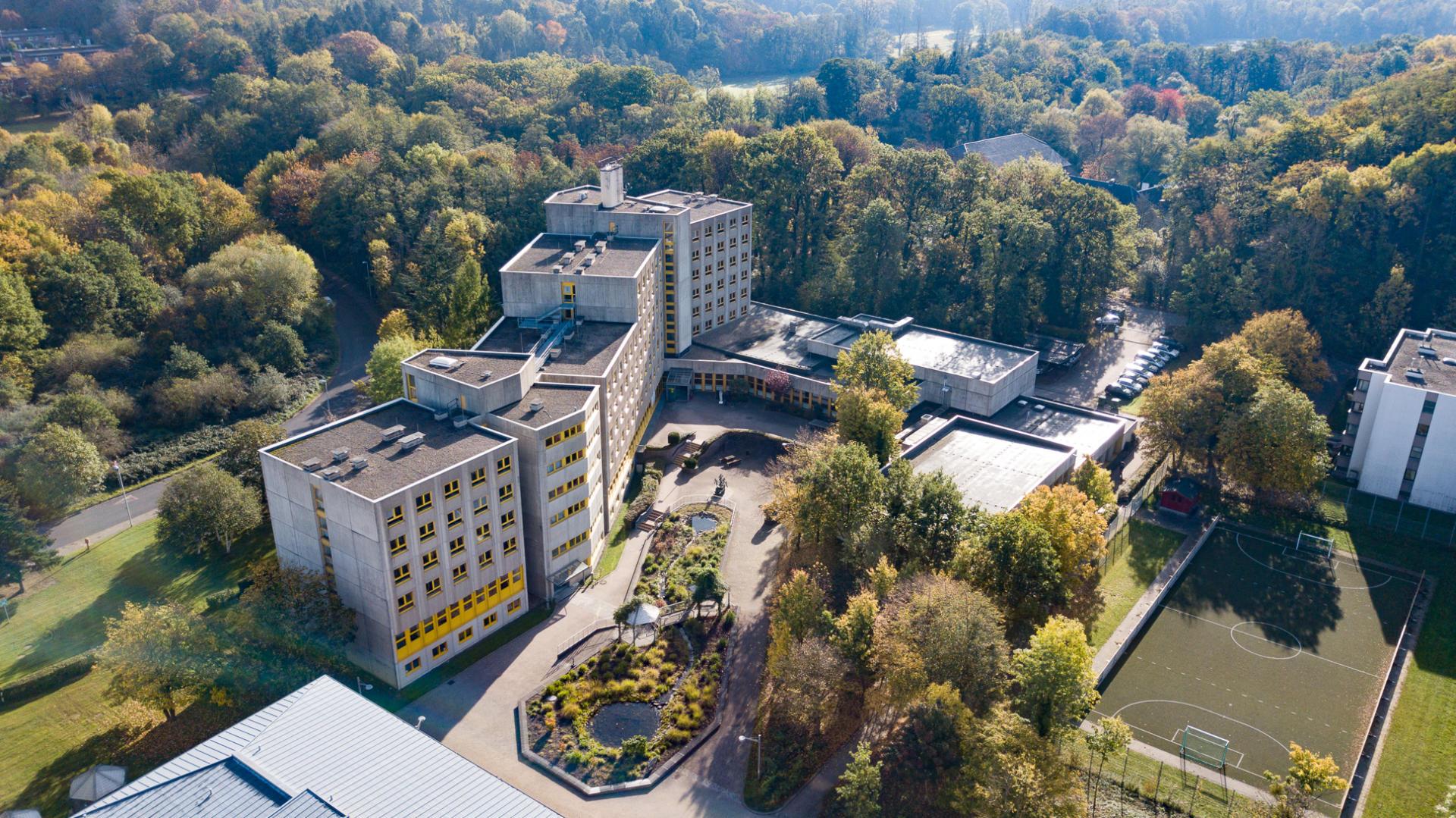 Gebäudekomplex fotografiert aus der Luft