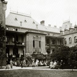 schwarz weiß Bild des Gebäudes